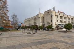 普罗夫迪夫,保加利亚- 2016年12月30日:中心广场在普罗夫迪夫大学派西Hilendarski城市 免版税库存照片