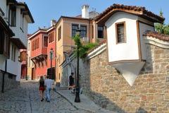 普罗夫迪夫,保加利亚- 2015年7月31日:被修补的街道和五颜六色的传统房子在老镇普罗夫迪夫 图库摄影
