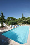 普罗旺斯游泳池 免版税库存照片
