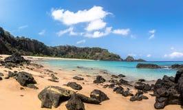 普腊亚全景做Sancho海滩-费尔南多・迪诺罗尼亚群岛, Pernambuco,巴西 库存照片