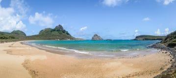 普腊亚全景做Sueste海滩-费尔南多・迪诺罗尼亚群岛, Pernambuco,巴西 库存照片