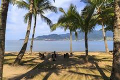 普腊亚在Ilhabela,巴西做Pereque 库存照片
