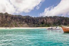 普腊亚看法做从小船的Sancho海滩-费尔南多・迪诺罗尼亚群岛, Pernambuco,巴西 图库摄影