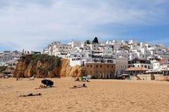 普腊亚dos Pescadores和阿尔布费拉老镇,阿尔加威,葡萄牙 免版税库存照片