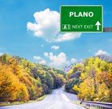 普莱诺反对清楚的天空蔚蓝的路标 免版税库存图片