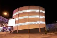 普通停车场在晚上 免版税库存照片