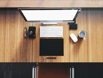 普通在木的设计台式计算机 免版税图库摄影