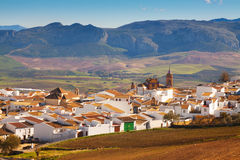 普通的安达卢西亚的镇在冬天 真正Canete的la 免版税库存图片