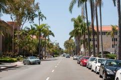 普通的街道在市圣塔巴巴拉 免版税库存图片