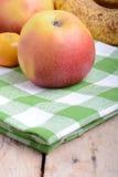 普通话、香蕉和苹果,新鲜食品关闭 免版税库存图片