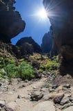 普遍的从Masca村庄的特内里费岛海岛供徒步旅行的小道岩石  库存照片
