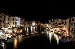 普遍的大运河的一个夜间长的曝光视图在Ve 免版税图库摄影