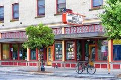 普遍的娱乐酒吧外部白天看法在波特兰, O 免版税库存图片