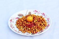 普遍的早餐鸡豆用桔子和香料 免版税图库摄影