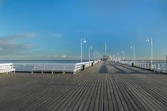 普遍的走的跳船最长的欧洲木海乐趣码头在索波特 图库摄影