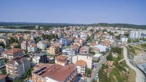普里莫尔斯科镇和南海滩从上面 免版税库存照片