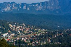 普雷代亚尔市,冒险每个季节,在布拉索夫,特兰西瓦尼亚,罗马尼亚附近的山区度假村 免版税库存图片