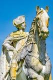 普鲁士人的国王弗雷德里克老雕象用青苔和地衣盖的伟大,波茨坦,德国 库存照片
