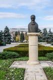 普洛耶什蒂12月04日2015年罗马尼亚, Nicolae Iorga雕象  免版税库存照片