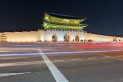 景福宫宫殿在晚上在汉城,韩国 图库摄影