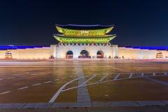 景福宫宫殿在晚上在汉城,韩国 免版税库存照片