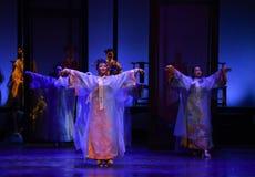景洪舞蹈幻灭现代戏曲女皇在宫殿 库存照片