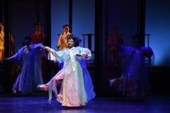 景洪舞蹈幻灭现代戏曲女皇在宫殿 免版税库存图片
