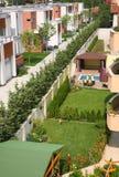 晴朗后院的庭院 库存图片