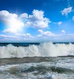 晴朗大西洋海滩海岸的海洋 免版税库存照片