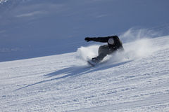 晴朗日下坡的挡雪板 图库摄影
