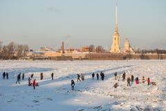 晴朗的冬日在圣彼德堡 库存照片