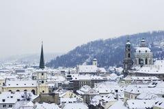 晴朗的冬日在布拉格 库存照片