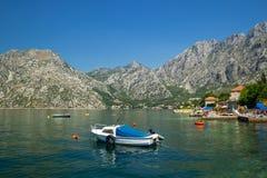 晴朗的地中海风景 黑山,科托尔湾 免版税图库摄影