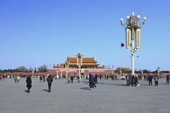 晴朗的天安门的,北京中国游人 免版税图库摄影