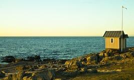 晴朗的海岸 免版税库存图片