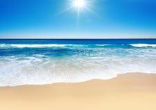 晴朗的海浪 免版税图库摄影
