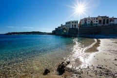 晴朗的海滩在安地比斯城镇  库存图片