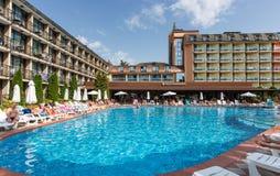 晴朗的海滩,保加利亚- 2017年9月10日:有一个游泳池的别致的旅馆贝加尔湖在站点和舒适的房间 图库摄影