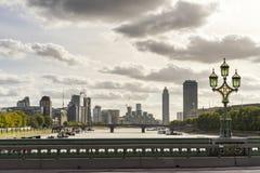 晴朗的秋天天在景色秀丽伦敦 免版税图库摄影