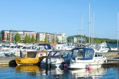 晴朗的6月天在城市小游艇船坞,拉彭兰塔 免版税库存照片