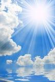 晴朗蓝色海运的天空 库存照片