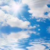 晴朗蓝色海运的天空 免版税库存图片