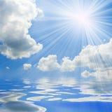 晴朗蓝色海运的天空 库存图片