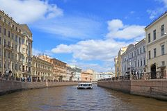 晴朗Moika的河在圣彼德堡劳动节 免版税库存图片