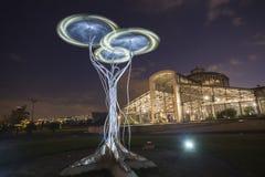 水晶宫和动态雕塑 免版税库存照片
