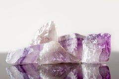 水晶愈合的石紫晶,未割减 图库摄影