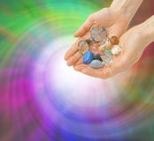 水晶愈疗者和能量漩涡 免版税库存图片