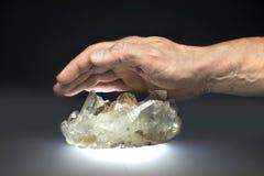 水晶手 库存图片