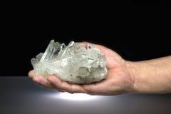 水晶手 库存照片