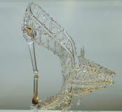 水晶拖鞋被反射 免版税库存图片